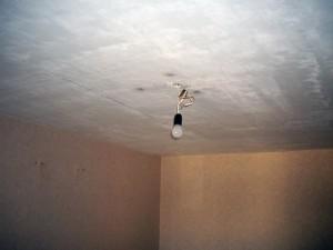Нужен электрик чтобы повесить и правильно подключить люстру?