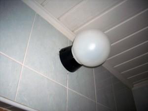 Как вбрать потолочные и настенные светильники для ванных комнат?